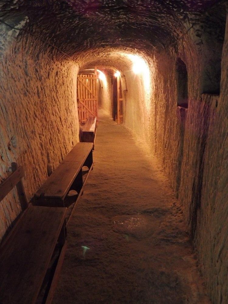 768px-Underground_Air-Raid_Shelters_-_Malta_at_War_Museum_1