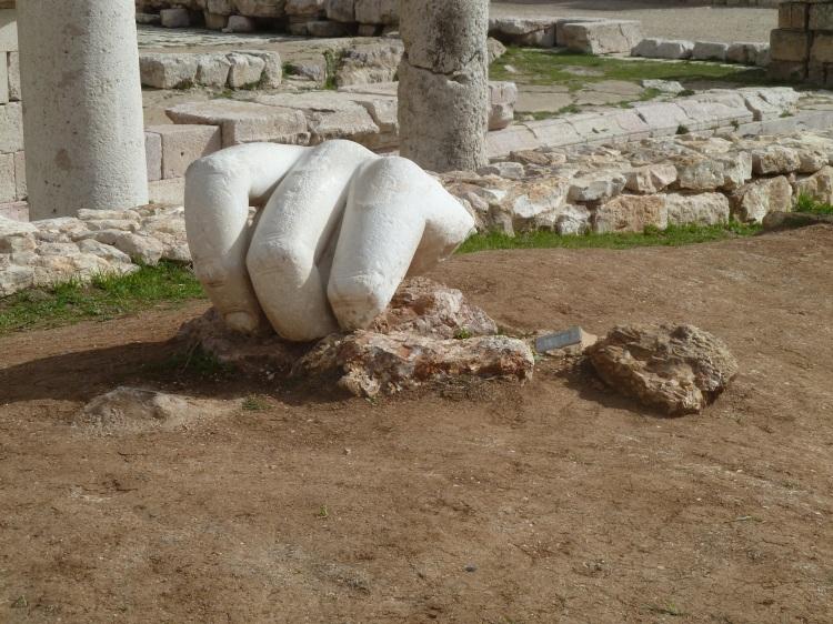 Amman_Citadel,_Temple_of_Hercules_-_Colossal_hand_P1090546