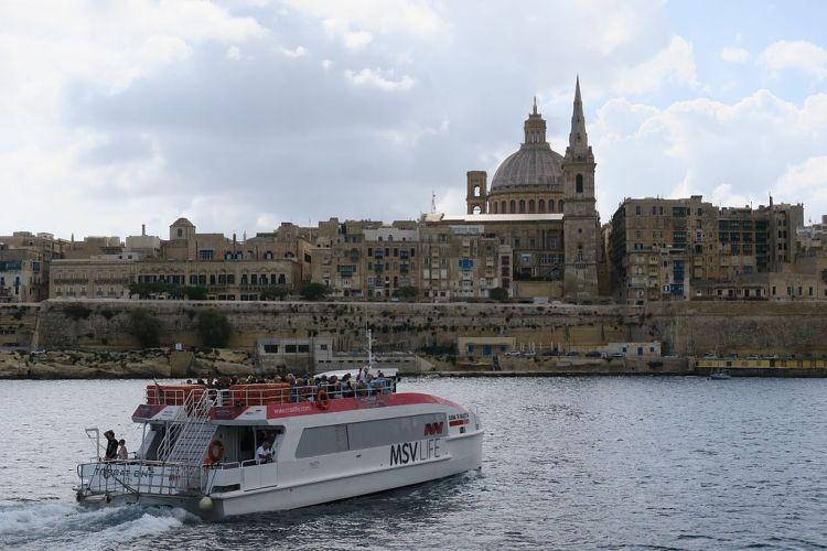 Sliema_to_Valletta_Ferry_hnapel_01